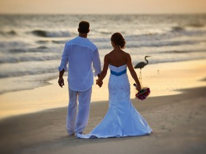 Kiva-back-wedding-beach-walk